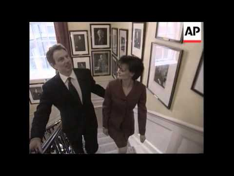 UK - Tony Blair inspects 10 Downing Street