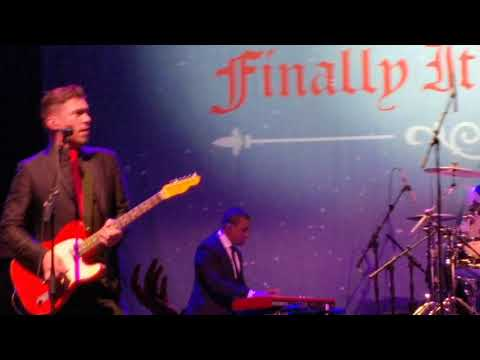 Hanson - Christmas means to me Manchester finally it's Christmas tour 2017
