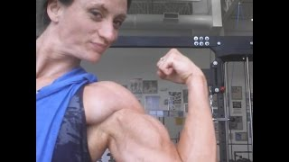 Amazon FBB Carrie Lynn Rapp Biceps Flexing