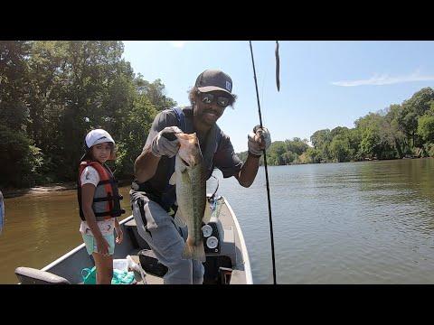 Rappahannock River Bass Fishing In The Tracker Pro!