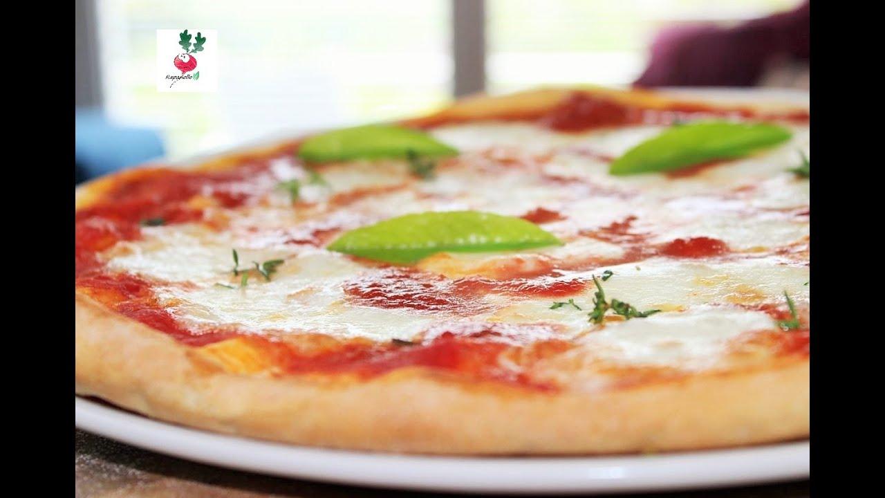 PIZZA SOTTILE COME IN PIZZERIA pizza rotonda FATTA IN CASA Italian pizza