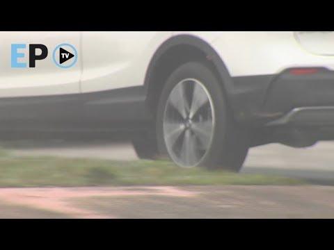 Decenas de coches se citan en As Gándaras para hacer carreras ilegales