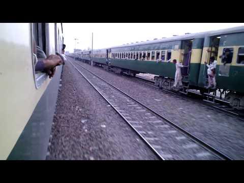 Pakistan Railways:Parallel Action.8dn Tezgam & 18dn Millat reaching Khanewal
