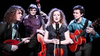 Curly Strings - Kauges külas