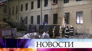 В Петербурге спасатели разбирают завалы после обрушения перекрытий в одном из корпусов университета.