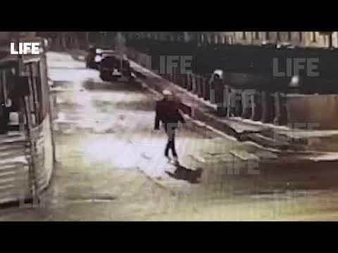 Соколов выбрасывает останки убитой Ещенко в реку  Видео с камер