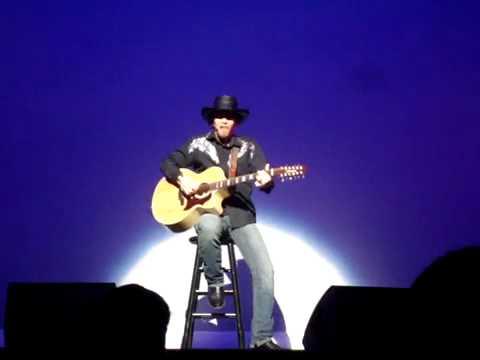 Kevin Skinner sings one of his own!