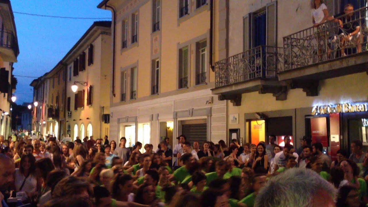 Flashmob palestra new energy treviglio youtube for Max arredamenti treviglio
