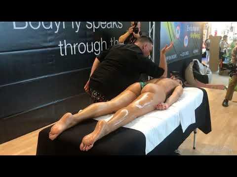 Rimini wellness 2018 con accademia del massaggio di Antonio Cerrone stand di Gennaro Setola