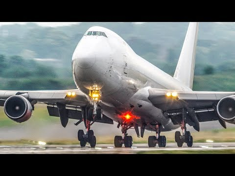BOEING 747 vs. BOEING 747 - Fully loaded vs. Empty DEPARTURE (4K)