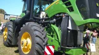 John Deere 9530 The Biggest Tractor I Have ever seen Live