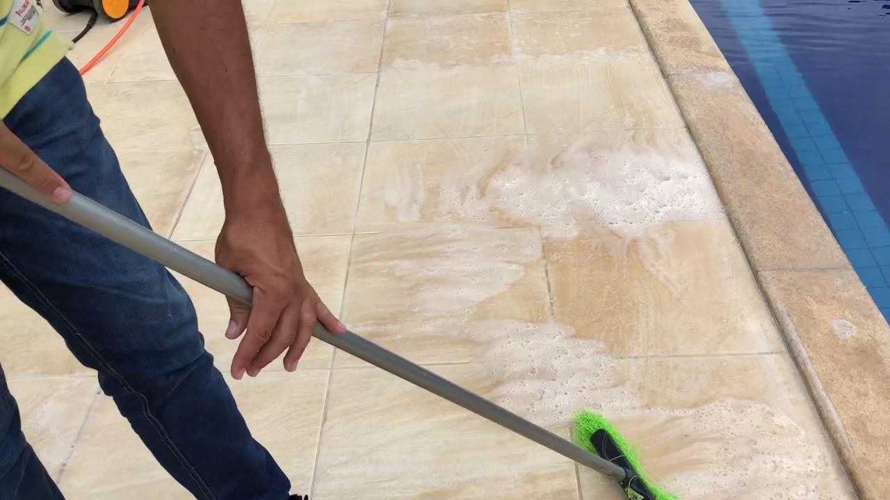 Demonstração de limpeza de piso porcelanato rústico com Remofluor WhatsApp 62 981317133