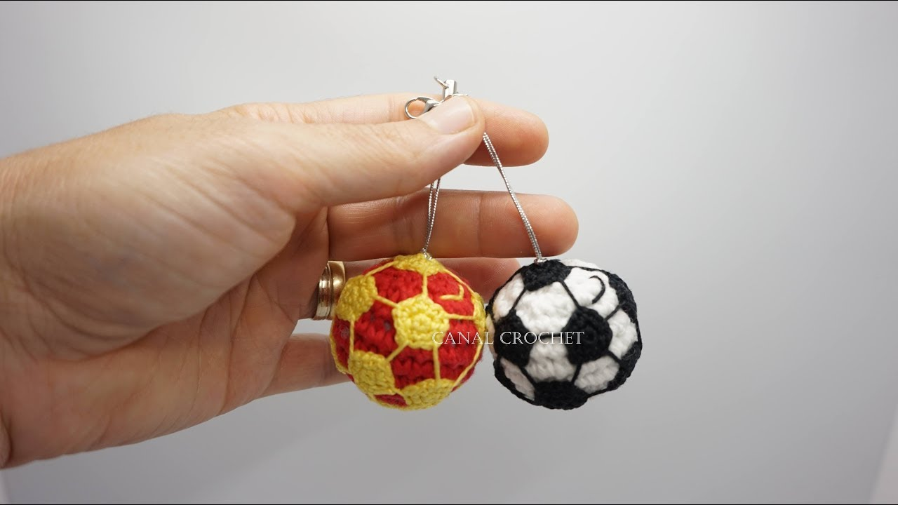 Balón de fútbol llavero amigurumi tutorial - YouTube