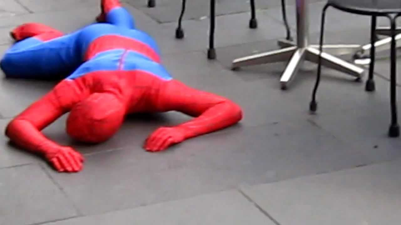 U Spiderman spiderman passed out d...