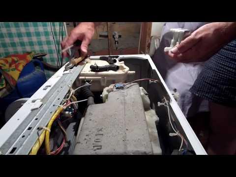 Выключенная стиральная машина наполняется водой. Ремонт за 5 минут.