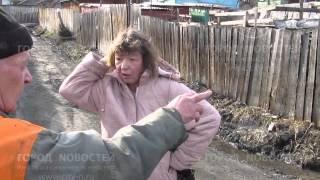 В Новокузнецке посреди улицы вторые сутки лежит труп