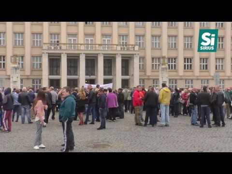 Сотні мітингувальників з плакатами зібралися на площі Народній в Ужгороді