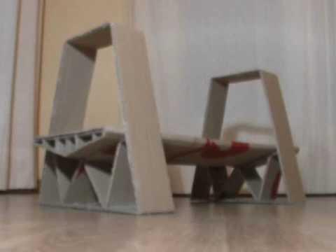 Prueba de resistencia a una maqueta de cart n youtube for Sillas para una maqueta
