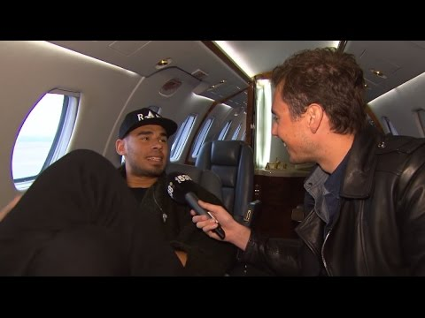 DJ Hotel 538: Mark interviewt Afrojack in z'n private jet (With CC)