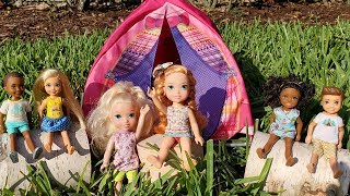 CAMP ! Elsa aฑd Anna toddlers - camping - Barbie is counselor - outdoors activities
