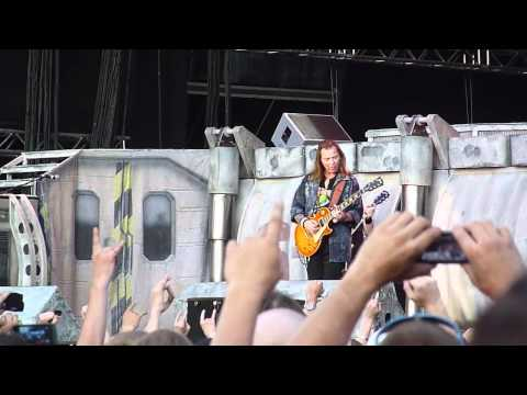 Iron Maiden - The Trooper @ Helsinki - Olympic Stadium live 2011
