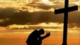 Het ruw houten kruis.         God heeft de mens lief