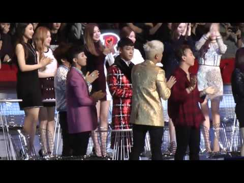 MAMA 2015 - BIGBANG and SNSD (GD copying Taeyeon at the end)