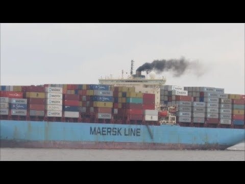 Maersk Kotka departs Felixstowe Beth 7 using stern and bow thrusters 24th May 2017