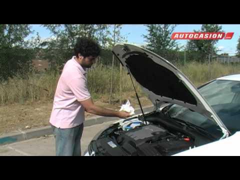 Cómo comprobar el nivel de aceite del coche con seguridad