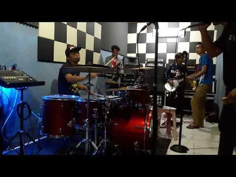 Slank - Ketinggalan Jaman || Cover By Junkies Band