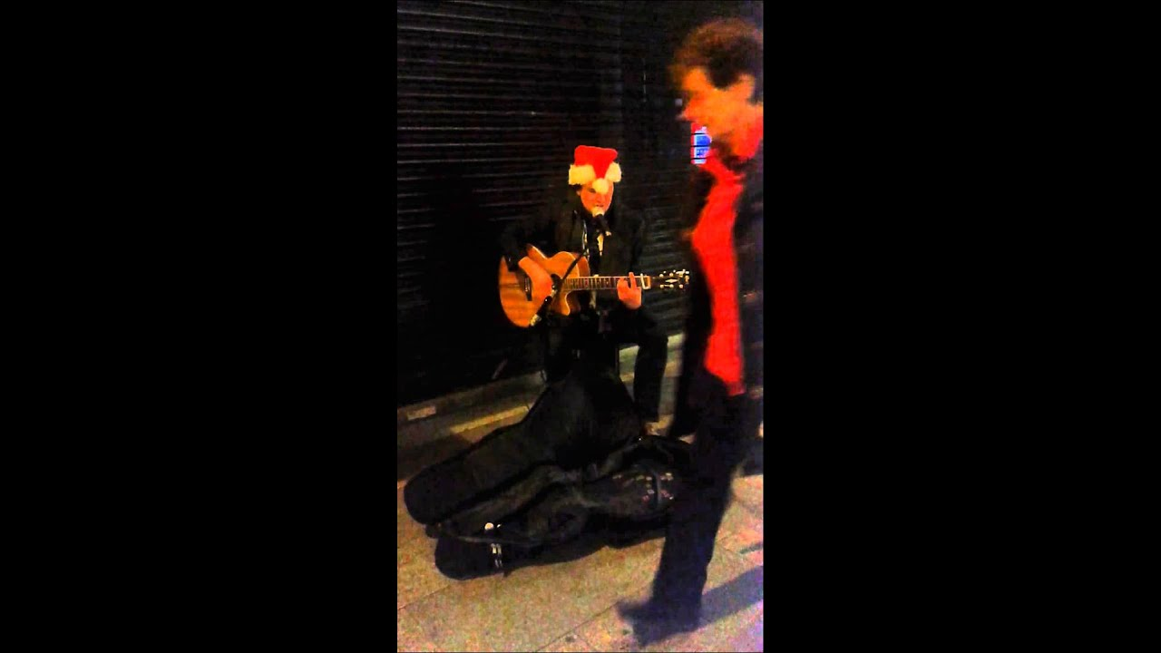 "Street artist tease Manu Chao ""clandestino"": - YouTube"