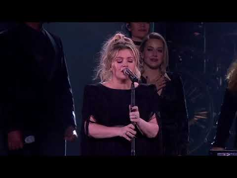 Kelly Clarkson - A Minute + A Glass Of Wine (Live In Southaven, MS)