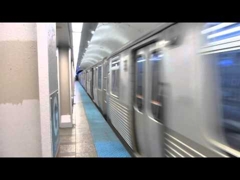 """CTA Transit: 2009-14 Bombardier 5000 Series """"L"""" Red Line Express at Grand Station"""