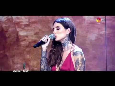 Cande Tinelli debutó como cantante en la apertura de ShowMatch