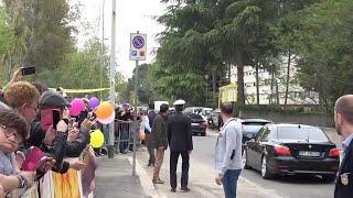 Papa al Corviale, bagno di folla al Serpentone: ''Grazie a Francesco hanno tappato le buche''