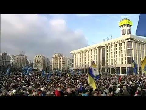 Ucranianos pressionam Zelensky na véspera da cimeira com Putin