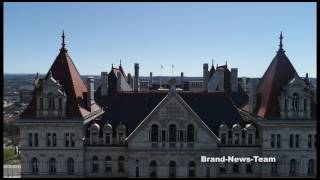 Gambar cover Aerial drone over New York State Capitol