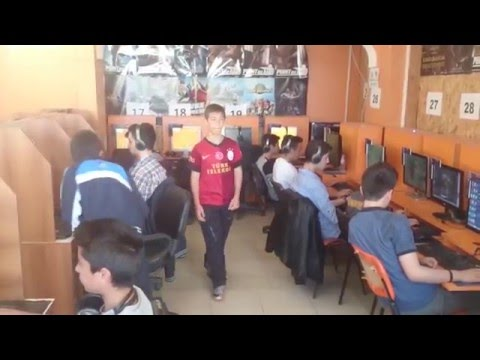 İnternet Kafe'de Sıradan Bir League Of Legends Günü