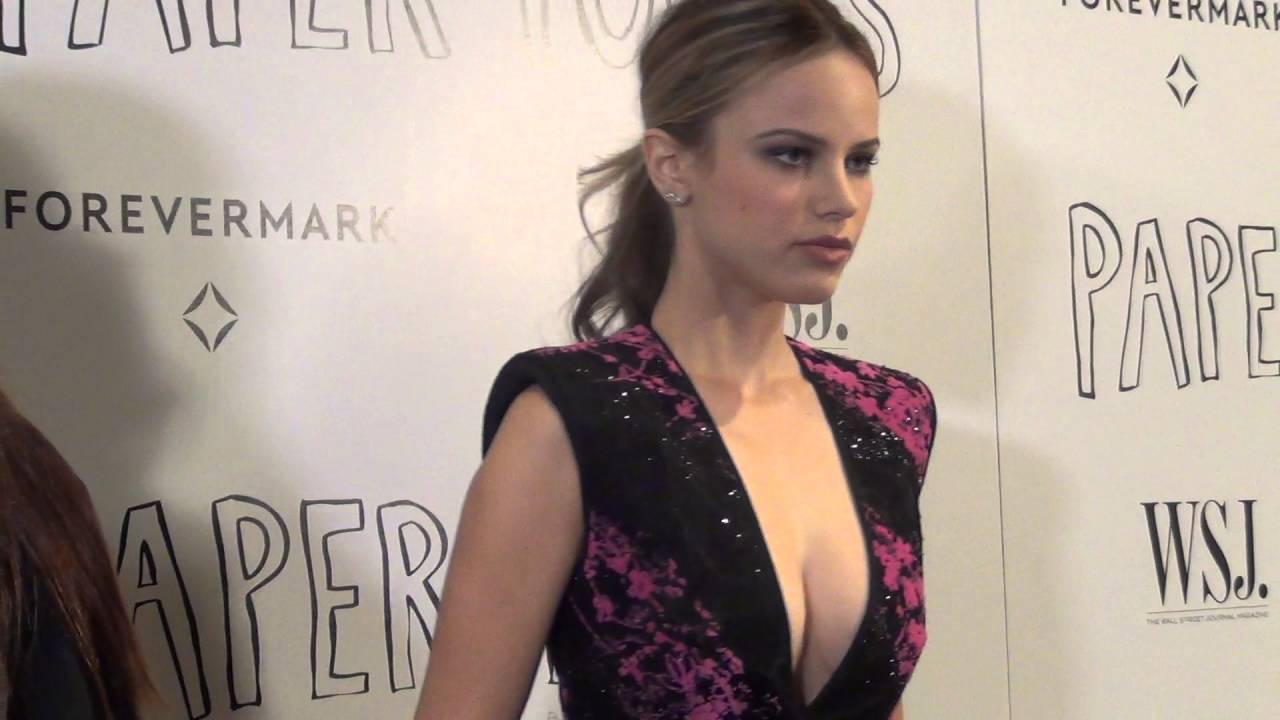 Halston Sage Nude Photos 48