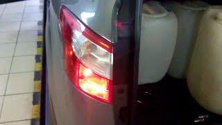 Как снять задний фонарь и поменять лампочку на форд фокус 3 2017
