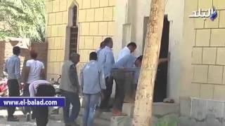 بالفيديو.. وزير الآثار يؤدى صلاة الجمعة بمسجد بمدينة الطود بالأقصر