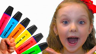 Lisa pretends to play with his Magic Pen Preschool toddler learn color