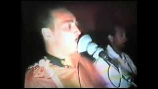 Norberto Tavares cantando a música