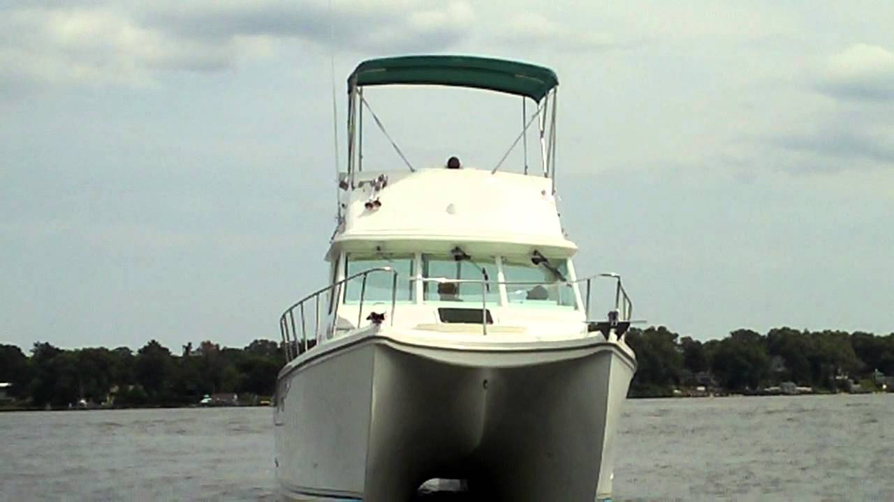 2001 34 39 baha cruiser catamaran with flying bridge fishing