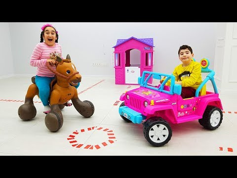 Gamze and cute brother pretend play new cars