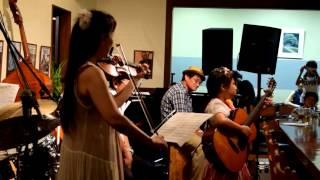 http://rcc-1.com/miko 花むすびにて、ライブ終了後のセッションタイムでWカホンズの寺田さん、大見さん、ヴァイオリンのGUMIさん、ベースのえのくさ...