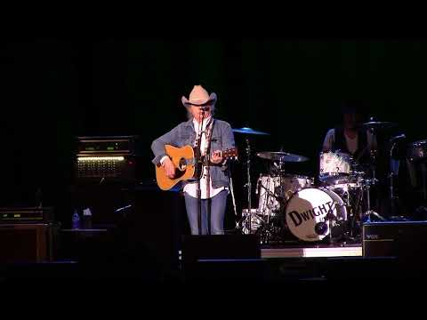 Dwight Yoakam - The Bottle Let Me Down live at Show Me Center, Cape Girardeau, MO 04/15/18 {FULL HD}