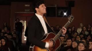 Alfred García presenta su single 'De la Tierra hasta Marte' y lo canta en directo