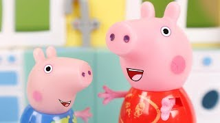 Peppa Pig Toys English 06 🐷 Peppa finds a spider ᴴᴰ ❤️