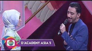 AWWW! SO SWEET!! Reza DA Nyanyikan Lagu Bikin Uyaina Malu-Malu - D'academy Asia 5